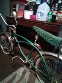 Custom lowrider bike baufht for 200$ to restore only needs seat re upolstored and tires are flat