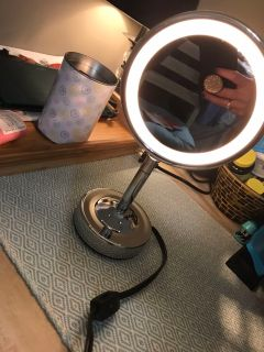 Small lighted makeup mirror