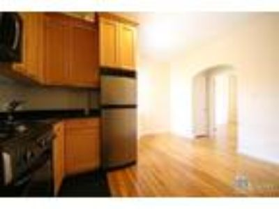 Grand St & Mott St* Huge Sunny Renovated* Queen Size Bed* Closet Space* Open