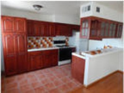 Spacious 3bd/2.5 BA Townhome in North Hills