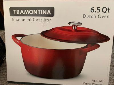 Red enameled cast iron 6 quart Dutch oven