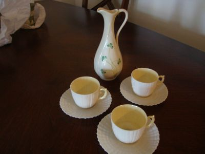 Vase with cups & saucers