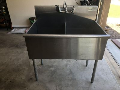 Advance Tabco sink with faucet and drains
