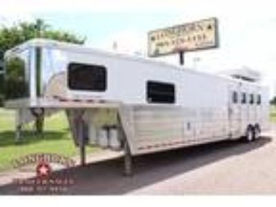 2007 Bloomer 4 Horse 17ft Living Quarter with Air Ride and Mudr 4 horses