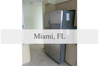 2 bedrooms - BEAUTIFUL HIGH CEILING 2/2 APARTMENT IN A PRESTIGIOUS BUILDING. Washer/Dryer Hookups!