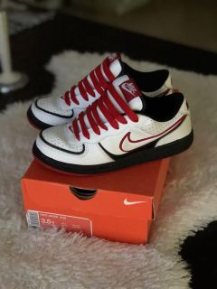 Youth Nike s