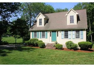 245 Center St NORTH EASTON, WELCOME HOME! This perfect 3