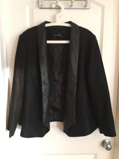 Super cute ladies blazer. Collar lined with leather material. Jacket has a shimmer to it. Size 22/24 w. Guc (see comments)