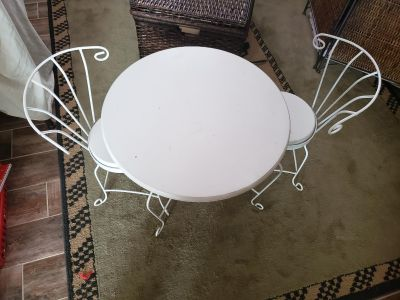 Super cute kids table and chairs