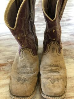 Girls leather cowgirl boots size 2