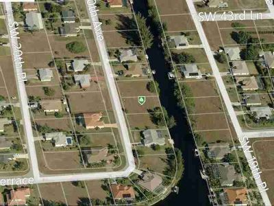 4359 SW 20th AVE Cape Coral, **Seawall in place**Don't miss