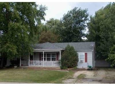 3 Bed 2 Bath Foreclosure Property in Braidwood, IL 60408 - W 3rd St