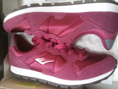 Brand new tennis shoes size 8