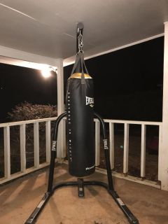 Everlast Heavy Bag Stand AND Everlast 100lb Power Core Bag ~ RARELY USED!!