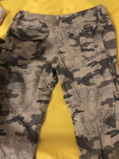 Skinny jeans and camouflage cargo pants