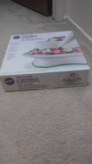 Wilton cake turntable for decorating cakes