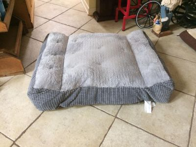 Just washed pet bed 36x28x9 easily fits a boxer size dog VGUC