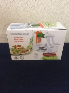 Brand new vegetable spiral with 3 pk blades