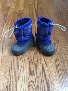 Toddler size 8 Columbia snow boots
