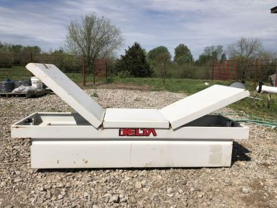 Delta full size pick up full wing tool box. Very clean