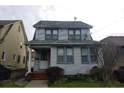 3 Bed 2 Bath Preforeclosure Property in Saint Albans, NY 11412 - 205th Pl