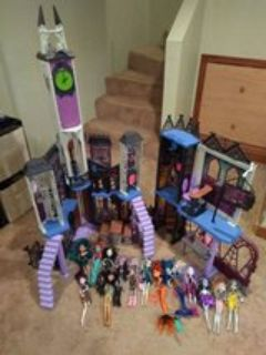 Monster High Deadlux Castle doll house and Dolls