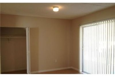 Apartment in quiet area, spacious with big kitchen. Pet OK!