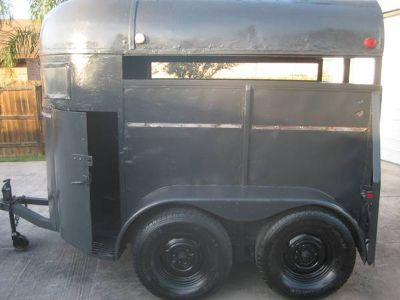 Nice and cheap 2 horse trailer---new tires