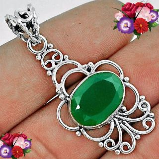 New - Natural Green Chalcedony 925 Sterling Silver Pendant (Includes a chain)