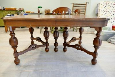 ANTIQUE SOLID WOOD TABLE & 6 CHAIRS!