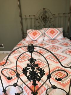 Queen Size Canopy Bed w mattresses