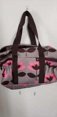 Beautiful, clean, overnight or gym bag. Great shape