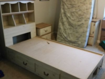 Kid's bed, night stand, and dresser with mirror