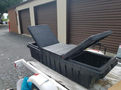 Heavy-duty truck bed tool box* moving must go soon*
