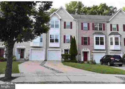 33 Jessica CT Marlton, Well maintained three story town home