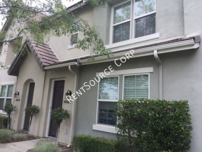 3 Bedroom Townhome For Rent in Brookside Walk of Valencia!