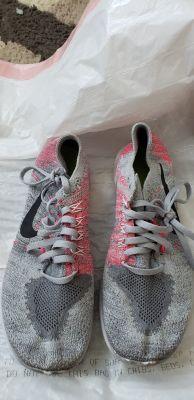Girls Nike Free Run Flightknit size 5.5y EUC