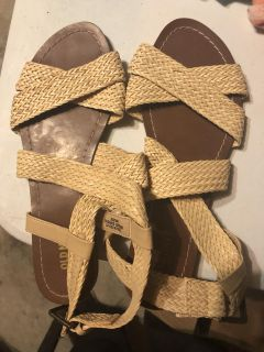 Old navy sandals size 8