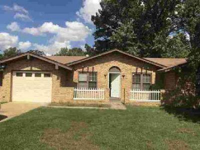 6522 Baybrook Ln Memphis Three BR, Beautiful home in a peaceful