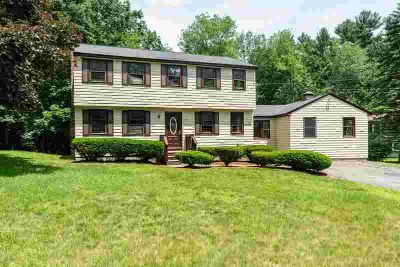 33 Wagon Wheel Rd DRACUT, Not many in town available at this