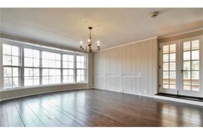This charming Tudor home is a perfect executive rental. Washer/Dryer Hookups!