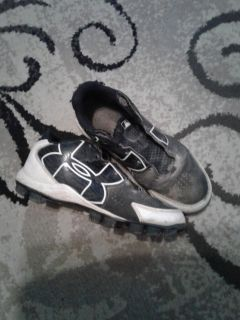 Under Armour size 4.5 Youth baseball cleats