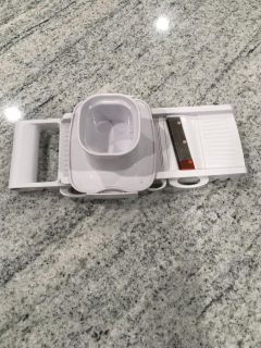 Cheese and vegetable slicer