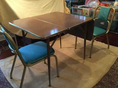 Vintage Kitchen table w/ two chairs