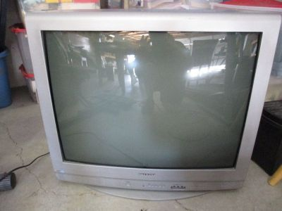 "32"" 2006 Sharp TV - No Remote"