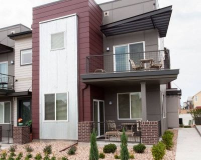 $3450 3 townhouse in Denver East