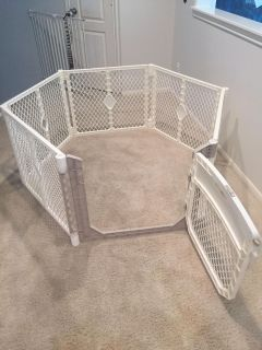 MOVING SALE Collapsible baby gate/play yard