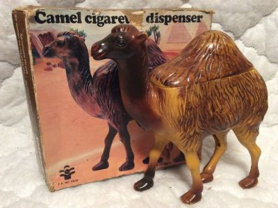 Vintage: Camal Cigarette Dispenser