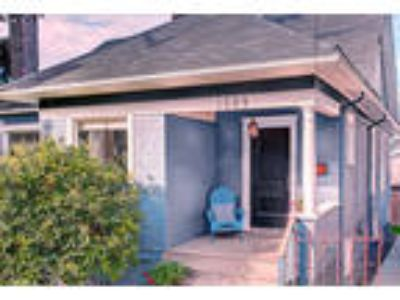 Queen Anne Duplex extra large 2 BR + den with Two BA short drive to ...