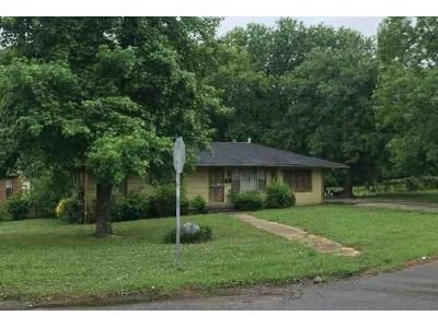 3 Bed 1 Bath Foreclosure Property in Birmingham, AL 35228 - King Dr